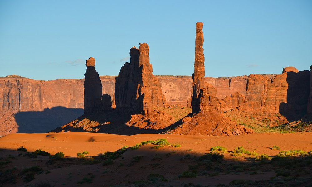 WEST MONUMENT VALLEY, Navajo Nation. Arizona-Utah